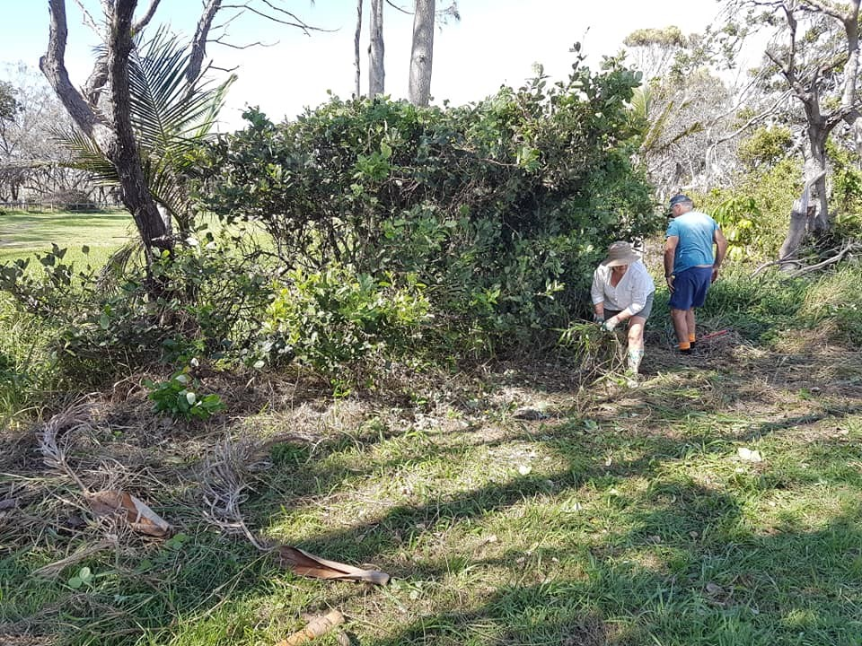 EL funds - Sandbag members at work in Sandy Beach